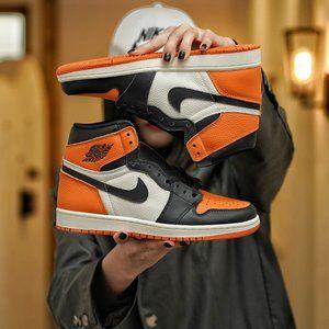 Nike Jordan 1 or